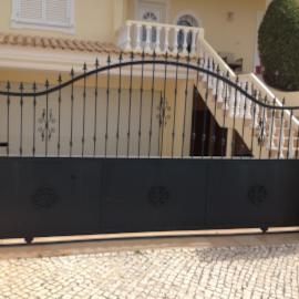 Portão de grades